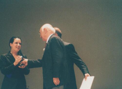 Antonella Ruggiero premiata da Eugenio Turri